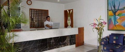 Recepción 24 horas Hotel Beach House Imperial Laguna Cancún